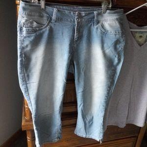 Royalty capri stretch jeans size 16